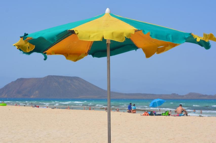 Le support de parasol maintient votre parasol en place en toute sécurité